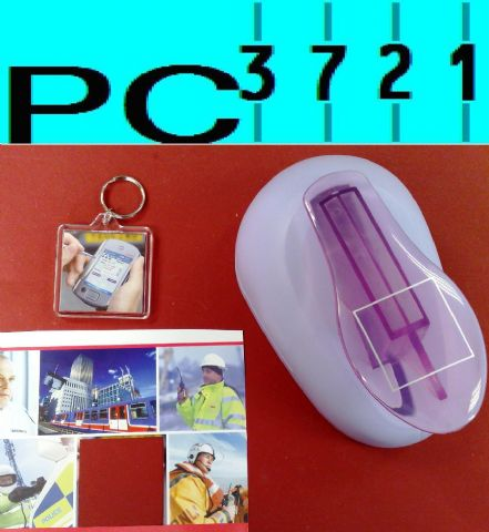 100 Blank Square Plastic Keyrings 45 x 45 mm Insert + Matching Photo Punch 94312PP
